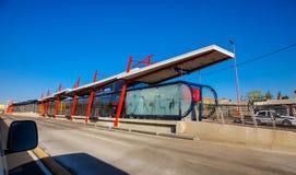 Hub rapide de transport de banlieusard d'autobus à Soweto image stock