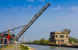 Hubbrücke angehoben Stockbild