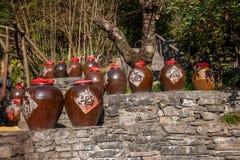 Hubei Yiling le fleuve Yangtze Three Gorges Dengying Xia dans l'atelier de vin de cottage de Wang de Ba de ` de personnes de Thre Photo libre de droits