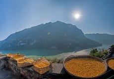 Hubei Yiling le fleuve Yangtze Three Gorges Dengying Xia dans l'atelier de vin de cottage de Wang de Ba de ` de personnes de Thre Images stock