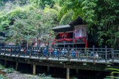 Hubei Yiling o Rio Yangtzé Three Gorges Dengying Gap no ` casado de grito do assoalho do ` da menina de Tujia do rio de Longjin Fotos de Stock Royalty Free