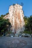 Hubei Yiling Yangtze River Three Gorges Dengying Gap i den första kallade kinesiska guden vaggar - stena tecknet Arkivfoto