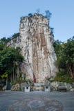 Hubei Yiling Yangtze River Three Gorges Dengying Gap i den första kallade kinesiska guden vaggar - stena tecknet Royaltyfria Foton