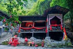 Hubei Yiling Yangtze River Three Gorges Dengying Gap i gråt för ` för den Longjin flodTujia flickan att gifta sig golv`, royaltyfri foto