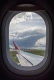 Hublot d'un avion de transport de passagers Photographie stock