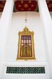 Hublot dans le palais en métal de Loha Prasat Images stock