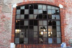 Hublot dans une vieille construction abandonnée Photos libres de droits