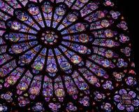Hublot de verre coloré de Notre Dame de Paris Images libres de droits