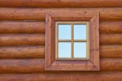 Hublot de vieille maison en bois Image stock