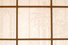 Hublot en bois et papier japonais Photographie stock