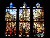 Hublot en verre souillé de l'église Saint Etienne Photographie stock