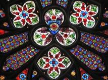 Hublot gothique dans l'église Photographie stock libre de droits