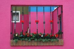 Hublot sur le mur rose Photos libres de droits