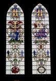 Hublots en verre colorés dans la cathédrale de Salisbury Photo stock