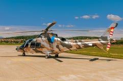 Hubschrauber auf einem Flugplatz Lizenzfreie Stockbilder
