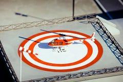 Hubschrauber auf Hubschrauber-Landeplatz Stockfoto