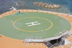 Hubschrauber-Auflage über seichtem Wasser Lizenzfreies Stockfoto