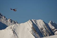 Hubschrauber in den Bergen Stockfotografie