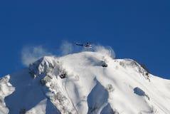 Hubschrauber in den Bergen Stockfotos
