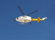 Hubschrauber, der 2 fliegt Stockfotos