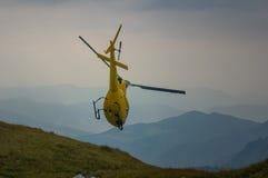 Hubschrauber in der Bergrettung Lizenzfreies Stockfoto