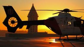 Hubschrauber, der Maschinen anläßt stock footage