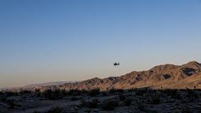 Hubschrauber in der Wüste Stockbilder