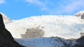 Hubschrauber, der zu Gletscher Franz Josef den meisten populären reisenden Bestimmungsort in der Südinsel Neuseeland fliegt stock video