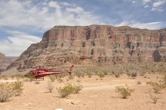 Hubschrauber, die in Grand Canyon landen stockfotos