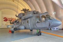 Hubschrauber in einem aufblasbaren Hangar Stockbilder