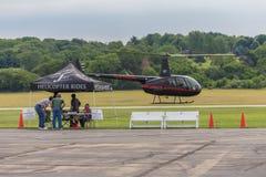 Hubschrauber entfernen sich am lokalen Fly-in Stockbilder