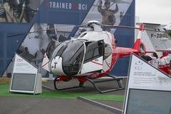 Hubschrauber geparkt am Treffen des Raumes in Paris Le Bourget während der Luftfahrt und räumliche internationale das airshow und stockfotos