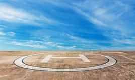 Hubschrauber-Landeplatz auf hohem Berg Stockfotos