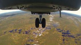Hubschrauber MI 26 angesichts des Vordergepäckträgers stock video