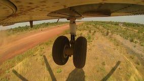 Hubschrauber MI 26 entfernt sich vom Landeplatz stock video