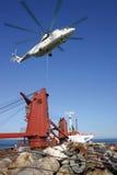 Hubschrauber Mi26 bei der Arbeit stockfotografie