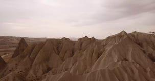 Hubschrauber- und Cappadocia-Felsen stock video