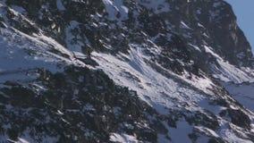 Hubschrauber-weißer Berg stock video