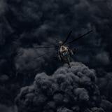 Hubschrauberangriff vor dem hintergrund des Rauches stockbild