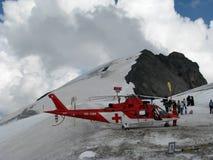 Hubschrauberrettung auf dem moutain Stockfotos