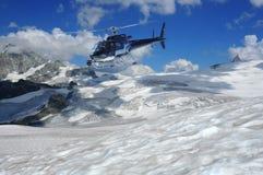 Hubschrauberschmierfilmbildungsgletscher und der Matterhorn Lizenzfreie Stockfotos
