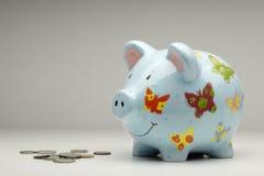 Hucha colorida con el dinero  Fotografía de archivo libre de regalías