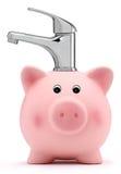 Hucha con concepto del ahorro del agua del grifo Foto de archivo libre de regalías