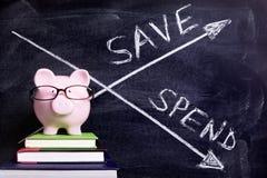 Hucha con el mensaje de los ahorros Fotos de archivo libres de regalías