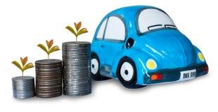 Hucha de la moneda de plata y del coche en el fondo blanco Fotografía de archivo libre de regalías