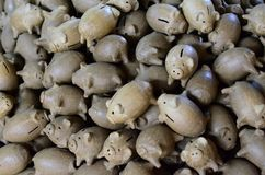 Hucha del cerdo de la arcilla imágenes de archivo libres de regalías