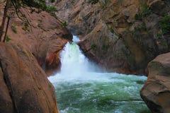 Huczenie rzeki spadki fotografia stock