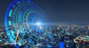 HUD met slimme stad en abstracte futuristische technologiecirkels Grafisch ontwerp in stedelijke stad, Bangkok bij nacht, Thailan stock afbeeldingen