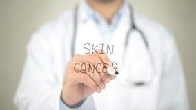 Hudcancer, doktorshandstil på den genomskinliga skärmen Arkivbilder