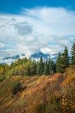 Hudson Bay Mountain con le nuvole Immagine Stock